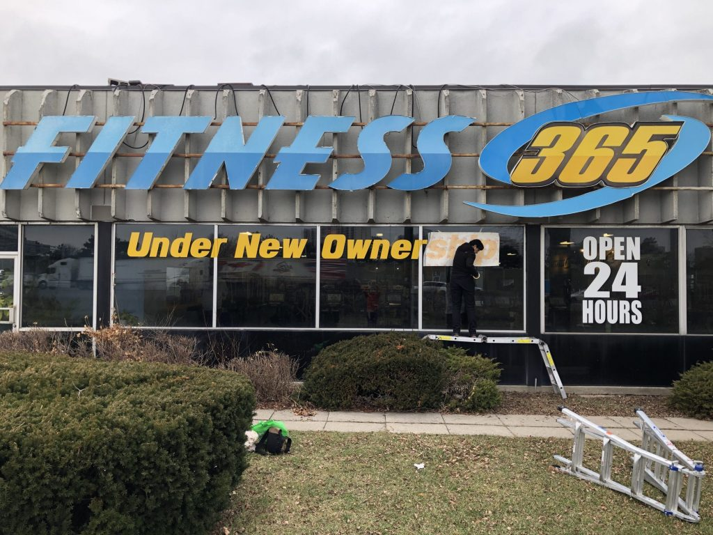 VWT-Window-Signage-2019-Yellow-Banner-Fitness365-Installation - Window Signs